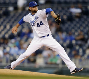 Photo -   Kansas City Royals starting pitcher Luke Hochevar throws during the first inning of a baseball game against the Chicago White Sox, Tuesday, Sept. 18, 2012, in Kansas City, Mo. (AP Photo/Charlie Riedel)