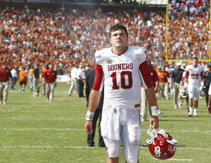 Photo - OU quarterback Blake Bell went 12 of 26 for 133 yards, no touchdowns and two interceptions in Saturday's loss to Texas. Photo by Bryan Terry, The Oklahoman