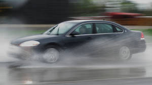 photo - RAIN: Cars go through standing water on Classen Boulevard near The Curve shopping center, March 19, 2012. Photo by Doug Hoke, The Oklahoman