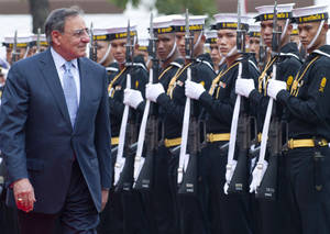 photo -   U.S. Secretary of Defense Leon Panetta reviews an honor guard during an arrival ceremony prior to meeting with Thai Minister of Defense Sukampol Suwannathat at the Ministry of Defense in Bangkok, Thailand, on Thursday, Nov. 15, 2012. (AP Photo/Saul Loeb, Pool)
