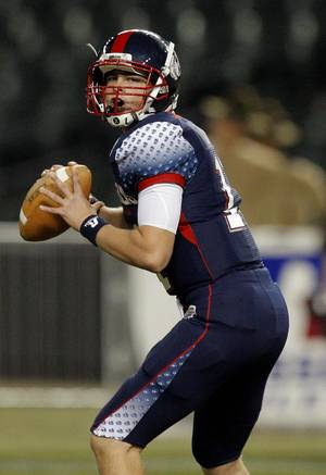 Photo - Wes Lunt plays in the Semper Fidelis All-American Bowl at Chase Filed in Phoneix, Ariz., Tuesday, Jan. 3, 2012. Photo by Sarah Phipps, The Oklahoman <strong>SARAH PHIPPS</strong>