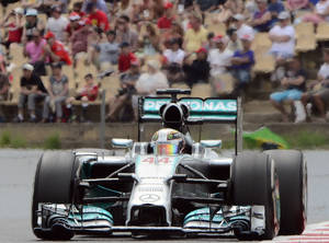 Photo - Mercedes driver Lewis Hamilton of Britain steers his car during the Spain Formula One Grand Prix at the Barcelona Catalunya racetrack in Montmelo, near Barcelona, Spain, Sunday, May 11, 2014. (AP Photo/Manu Fernandez)