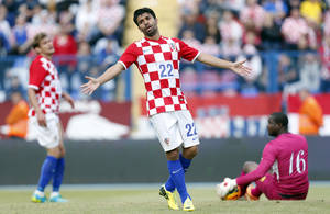 Photo - Croatia's Eduardo Da Silva  gestures  during the internationa friendly soccer match between Croatia and Mali, in Osijek, Croatia, Saturday, May 31, 2014. (AP Photo/Darko Bandic)