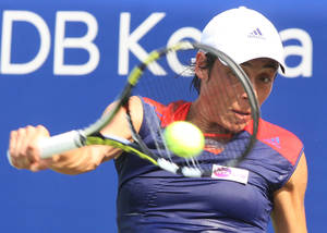 Photo - Italy's Francesca Schiavone returns a shot against France's Virginie Razzano during the second round match of the Korea Open tennis championships in Seoul, South Korea, Wednesday, Sept. 18, 2013. (Ahn Young-joon).