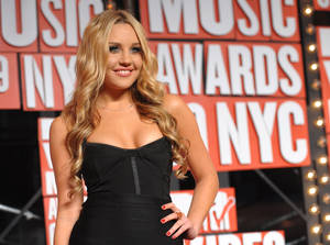 Photo -   FILE - In this Sept. 13, 2009 file photo, Amanda Bynes arrives at the MTV Video Music Awards in New York. Prosecutors in Burbank, Calif. charged Bynes with two counts of knowingly driving on a suspended license on Friday, Sept. 21, 2012. (AP Photo/Peter Kramer, file)