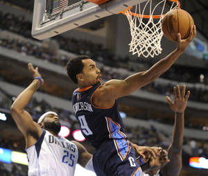 photo -   Charlotte Bobcats guard Gerald Henderson (9) drives to the basket around Dallas Mavericks guard Vince Carter (25) in the first half during an NBA basketball game on Saturday, Nov. 3, 2012, in Dallas. (AP Photo/Matt Strasen)