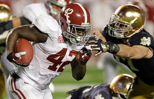 photo - Alabama's Eddie Lacy runs during the first half of the BCS National Championship college football game against Notre Dame Monday, Jan. 7, 2013, in Miami. (AP Photo/Chris O'Meara)