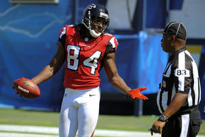 Photo -   Atlanta Falcons wide receiver Roddy White, left, argues with official Derra Ramsey during the first half of an NFL football game against the San Diego Chargers in San Diego, Sunday, Sept. 23, 2012. (AP Photo/Denis Poroy)