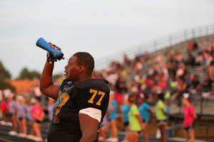 photo - Midwest City's Brenden Kellun (77), a senior, pours water on his head during a scrimmage between Midwest City and Carl Albert at Bomber Stadium in Midwest City, Thursday, Aug. 23, 2012.  Photo by Garett Fisbeck, For The Oklahoman