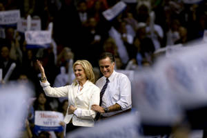 Photo -   Republican presidential candidate, former Massachusetts Gov. Mitt Romney, right, takes the stage with wife Ann before speaking at a campaign event at the Verizon Wireless Arena, Monday, Nov. 5, 2012, in Manchester, N.H. (AP Photo/David Goldman)