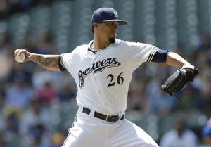 Photo - Milwaukee Brewer starting pitcher Kyle Lohse throws to the Chicago Cubs during the first inning of a baseball game on Sunday, June 1, 2014, in Milwaukee. (AP Photo/Jeffrey Phelps)
