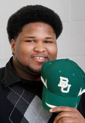 Photo - Midwest City High School football player Dominque Jones signed a letter of intent with Baylor Wednesday, Feb, 3, 2010. Photo by Jim Beckel, The Oklahoman <strong>Jim Beckel</strong>