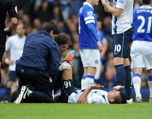 Photo - Manchester City's Sergio Aguero receives treatment on the pitch during their English Premier League soccer match against Everton at Goodison Park in Liverpool, England, Saturday May 3, 2014. (AP Photo/Clint Hughes)