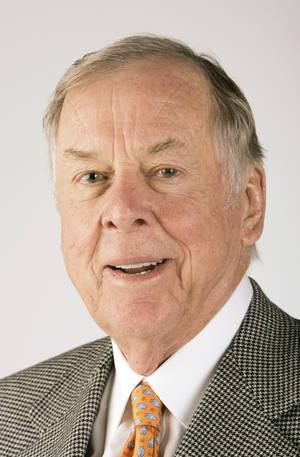 photo - Boone Pickens in the Oklahoman studio Tuesday, Jan. 29, 2008. BY JACONNA AGUIRRE/THE OKLAHOMAN. ORG XMIT: KOD