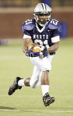 photo - Roy Finch of Niceville, Fla., who played one season at Edmond North, committed to OU last weekend. Finch is the No. 3-rated all-purpose running back in the nation according to Rivals. Photo by Nate Billings, The Oklahoman Archive