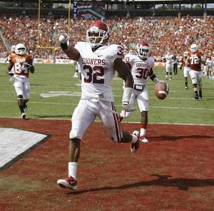 photo - OU cornerback Jamell Fleming, shown here returning an interception for a touchdown against Texas, is expected to miss at least the next two games after having minor knee surgery. PHOTO BY BRYAN TERRY, The Oklahoman <strong>BRYAN TERRY</strong>