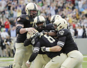 Photo -   Army quarterback Trent Steelman (8) celebrates with teammates after scoring the game-winning touchdown against Boston College during the second half of an NCAA college football game Saturday, Oct. 6, 2012, in West Point, N.Y. Army won, 34-31. (AP Photo/Mike Groll)