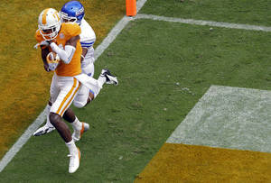 photo -   Tennessee wide receiver Justin Hunter (11) catches a touchdown pass in front of Georgia State cornerback Nate Anthony (1) during third quarter of an NCAA college football game on Saturday, Sept. 8, 2012, in Knoxville, Tenn. Tennessee won 51-13. (AP Photo/Wade Payne)