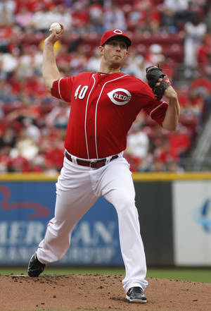 Photo - Cincinnati Reds starting pitcher Greg Reynolds throws against the Pittsburgh Pirates during the first inning of a baseball game on Sunday, Sept. 29, 2013, in Cincinnati. (AP Photo/David Kohl)