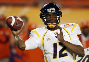 photo - West Virginia quarterback Geno Smith (12) throws the ball during  the second half of the Orange Bowl NCAA college football game against Clemson, Wednesday, Jan. 4, 2012, in Miami. West Virginia defeated Clemson 70-33.(AP Photo/Lynne Sladky) ORG XMIT: SLS130