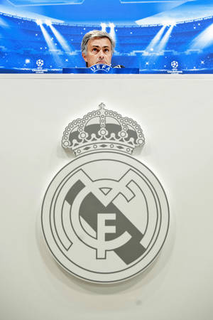 Photo -   Real Madrid's coach Jose Mourinho from Portugal speaks during a press conference before a training session at the Valdebebas stadium on the eve of a Champions League Group D soccer match against Manchester City, in Madrid, Monday, Sept. 17, 2012. (AP Photo/Daniel Ochoa De Olza)