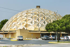 Photo - The Gold Dome at  1112 NW 23. (Oklahoma Archives)