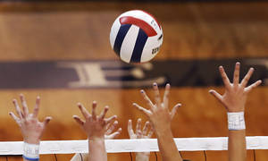 Photo - FALL / HANDS / NET: First round action during Stillwater vs. Edmond Santa Fe game in Class 6A girls high school volleyball state tournament at Shawnee High School on Friday, Oct. 12, 2012.   Photo by Jim Beckel, The Oklahoman