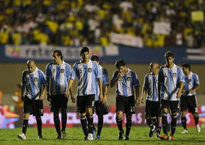 Photo -   Argentina's pleayers leave the field at the end of the first half during a friendly soccer match against Brazil in Goiania, Brazil, Wednesday, Sept. 19, 2012. (AP Photo/Victor R. Caivano)