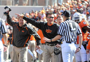 Photo - OSU: Oklahoma State University offensive coordinator Dana Holgorsen, left, and head coach Mike Gundy argue with referees over a call during an NCAA college football game against Baylor, Saturday, Nov. 6, 2010, in Stillwater, Okla. (AP Photo/The News Press, Chelcey Adami) ORG XMIT: OKSTI201