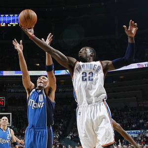 Photo - Oklahoma City's Jeff Green grabs a rebound over Shawn Marion of Dallas during the NBA basketball game between the Oklahoma City Thunder and the Dallas Mavericks at the Ford Center in Oklahoma City on Wednesday, December 16, 2009. PHOTO BY BRYAN TERRY, THE OKLAHOMAN