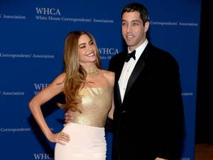 Photo - FILE - MAY 24: Actress Sofia Vergara announced that she and her and her fiance Nick Loeb have ended their engagement. WASHINGTON, DC - MAY 03:  Actress Sofia Vergara and Nick Loeb attend the 100th Annual White House Correspondents' Association Dinner at the Washington Hilton on May 3, 2014 in Washington, DC.  (Photo by Dimitrios Kambouris/Getty Images)