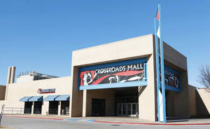Photo - IN OKLAHOMA CITY: Crossroads Mall in south Oklahoma City is shown in this file photo.  PHOTO BY PAUL B. SOUTHERLAND, THE OKLAHOMAN