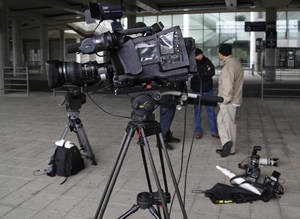 "photo -   Members of the media gather outside Wembley Stadium in London, Monday, Sept. 24, 2012, where the Football Association hearing on a racism charge against British soccer player John Terry will be held. John Terry's racism hearing started on Monday, a day after the Chelsea defender quit England duty in protest at the case being pursued by the Football Association. The former England captain was charged by the FA despite being cleared in court of racially abusing Queens Park Rangers defender Anton Ferdinand during a Premier League match in October. Terry said Sunday that the disciplinary hearing at Wembley had made his position in the England squad ""untenable."" He had been allowed to continue playing despite being stripped of the England captaincy. (AP Photo/Lefteris Pitarakis)"
