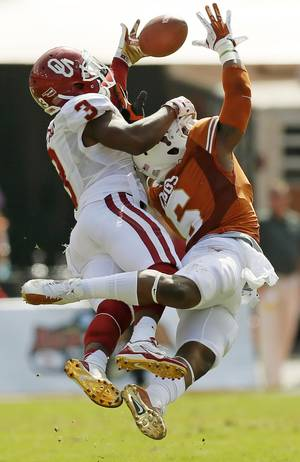 Photo - A pass intended for OU's Sterling Shepard (3) falls incomplete as UT's Quandre Diggs (6) defends in the second quarter during the Red River Rivalry college football game between the University of Oklahoma Sooners and the University of Texas Longhorns at the Cotton Bowl Stadium in Dallas, Saturday, Oct. 12, 2013. Photo by Nate Billings, The Oklahoman