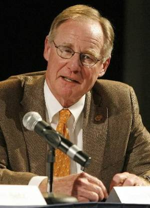 photo - Oklahoma State University president V.  Burns  Hargis speaks during the The New Renaissance: A Revolution of Creativity and Learning conference at the University of Central Oklahoma, Wednesday, Sept. 30, 2009, in Edmond, Okla. Photo by Sarah Phipps