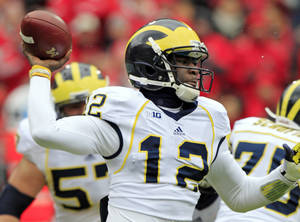 photo -   Michigan quarterback Devin Gardner passes against Ohio State in the first quarter of an NCAA college football game Saturday, Nov. 24, 2012, in Columbus, Ohio. (AP Photo/Jay LaPrete)