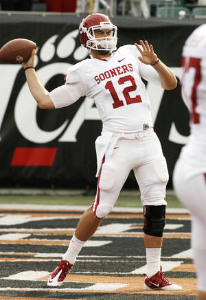 Photo - Quarterback Landry Jones warms up before the college football game between the University of Oklahoma Sooners (OU) and the University of Cincinnati Bearcats (UC) at Paul Brown Stadium on Saturday, Sept. 25, 2010, in Cincinnati, Ohio.   Photo by Steve Sisney, The Oklahoman