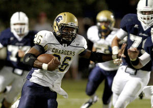 photo - Barry Sanders of Heritage Hall runs against Casady during a high school football game at Casady in Oklahoma City, Thursday, September 2, 2010.  Photo by Bryan Terry, The Oklahoman