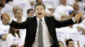 Photo -   Oklahoma City Thunder head coach Scott Brooks reacts against the San Antonio Spurs during the first half of Game 6 in the NBA basketball Western Conference finals, Wednesday, June 6, 2012, in Oklahoma City. (AP Photo/Eric Gay)