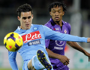 Photo - Napoli 's  José Callejón kicks the ball as Fiorentina' Juan Guillermo Cuadrado looks on during a Serie A soccer match at the Artemio Franchi stadium in Florence, Italy Wednesday,  Oct  30,   2013. (AP Photo/Fabrizio Giovannozzi)