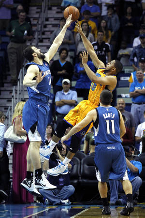 photo -   New Orleans Hornets shooting guard Eric Gordon (10) shoots over Minnesota Timberwolves center Nikola Pekovic (14) in the first half of an NBA basketball game in New Orleans, Saturday, April 7, 2012. (AP Photo/Gerald Herbert)