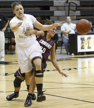 Photo - Midwest City's Marisha Wallace runs into Edmond Memorial's Brooklyn Bell during a girls high school basketball game in Midwest City, Okla., Tuesday, December 7, 2010.  Photo by Bryan Terry, The Oklahoman ORG XMIT: KOD