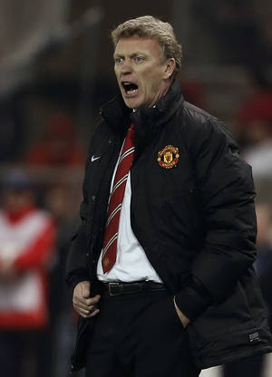 Photo - Manchester United's coach David Moyes gives instructions to his players during a Champions League, round of 16, first leg soccer match  against Olympiakos at Georgios Karaiskakis stadium, in Piraeus port, near Athens, on Tuesday, Feb. 25, 2014. (AP Photo/Petros Giannakouris)