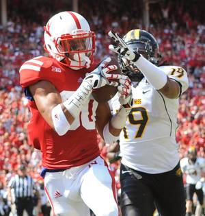 Photo -   Nebraska's Kenny Bell (80) grabs a touchdown pass in front of Southern Miss's Clifford Johnson (19) during an NCAA football game, Saturday, Sept 1, 2012, in Lincoln, Neb. (AP Photo/Dave Weaver)