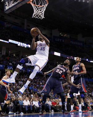 photo - Kevin Durant (35) shoots as the Oklahoma City Thunder play the Atlanta Hawks in NBA basketball at the Chesapeake Energy Arena in Oklahoma City, on Sunday, Nov. 4, 2012.  Photo by Steve Sisney, The Oklahoman
