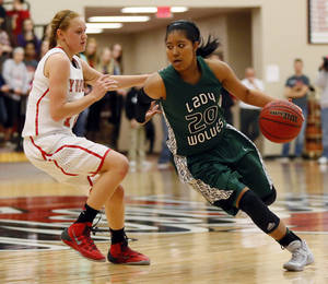 Photo - Denver signee Tamara Lee, right, scored 20 points and came away with four steals to lead No. 2 Edmond Santa Fe past No. 7 Yukon, 56-45. Photo by Nate Billings, The Oklahoman