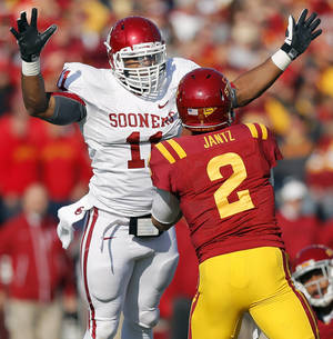 photo - Oklahoma's R.J. Washington (11) pressures Iowa State's Steele Jantz (2) during a college football game between the University of Oklahoma (OU) and Iowa State University (ISU) at Jack Trice Stadium in Ames, Iowa, Saturday, Nov. 3, 2012. Photo by Nate Billings, The Oklahoman