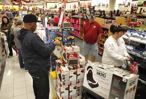 photo - Shoppers turn out for early morning Black Friday shopping at the Kohl's store in Midwest City, OK, Friday, November 23, 2012, By Paul Hellstern, The Oklahoman