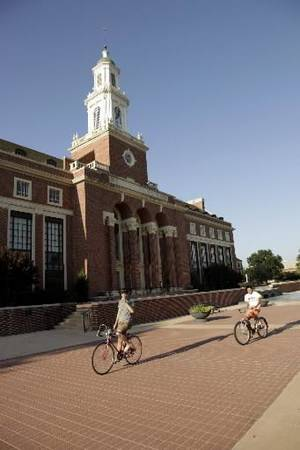 photo - File photo - Edmon Low Library on the Oklahoma State University campus in Stillwater Thursday, Aug. 13, 2009. Photo by Doug Hoke