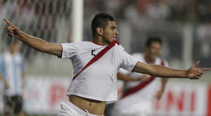Photo -   Peru's Carlos Zambrano celebrates after scoring against Argentina during a 2014 World Cup qualifying soccer match in Lima, Peru, Tuesday, Sept. 11, 2012. (AP Photo/Ricardo Mazalan)